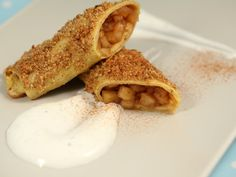 Clatite umplute cu mere Crepes, Foodies, Pancakes, Sweet Tooth, French Toast, Deserts, Sweets, Breakfast, Ethnic Recipes