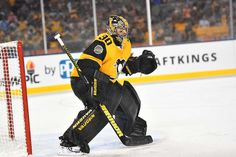 PITTSBURGH, PA - FEBRUARY 25: Matt Murray #30 of the Pittsburgh Penguins protects the net against the Philadelphia Flyers during the 2017 Coors Light NHL Stadium Series at Heinz Field on February 25, 2017 in Pittsburgh, Pennsylvania. (Photo by Joe Sargent/NHLI via Getty Images)