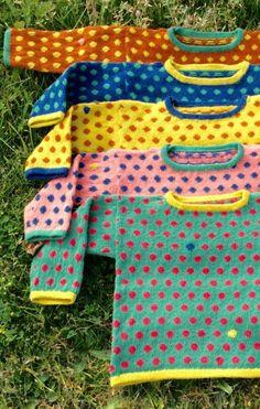 😍 Perfekt over skjorten, når den står på f& Knitting For Kids, Crochet For Kids, Baby Knitting Patterns, Sewing For Kids, Knitting Designs, Knitting Projects, Knit Crochet, Cool Sweaters, Baby Sweaters