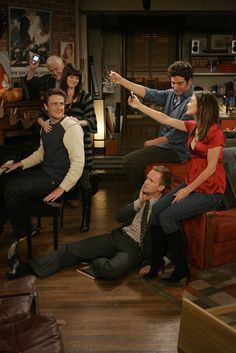 Neil Patrick Harris, Alyson Hannigan, Jason Segel, Josh Radnor, and Cobie Smulders in How I Met Your Mother Ted And Robin, Barney And Robin, How I Met Your Mother, I Meet You, Told You So, Robin Scherbatsky, Ted Mosby, Himym, Clive Owen