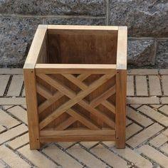 Ideas wooden patio furniture planter boxes for 2019 Diy Wooden Planters, Outdoor Planter Boxes, Planter Box Plans, Cedar Planter Box, Wooden Patios, Garden Planter Boxes, Square Planter Boxes, Backyard Planters, Pallet Planter Box