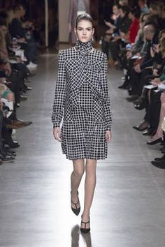 Oscar de la Renta – New York Fashion Week 2015 – die Shows sind in vollem Gange. flair zeigt Ihnen die besten Looks der besten Kollektionen – Stay tuned...