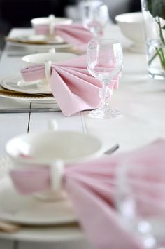Bordekking med hint av rosa // Tablesetting pink