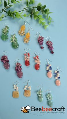 tutorial on making colorful with # Beebeecraft Tutorial zum Bilden bunter # Ohrringe mit Wire Jewelry Designs, Handmade Wire Jewelry, Beaded Jewelry Patterns, Wire Wrapped Jewelry, Earrings Handmade, Jewelry Crafts, Beads Online, Bee Crafts, Earring Tutorial