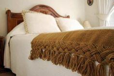 piecera elaborada en telar de peine piecera 100% lana de oveja telar de peine                                                                                                                                                     Más Cushions, Pillows, Cushion Pillow, Tablet Weaving, Tapestry Weaving, Color Inspiration, Crochet, Couch, Blanket