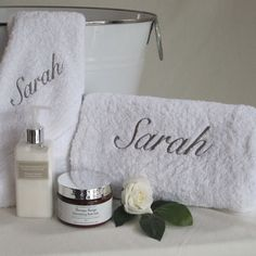Luxury 680 gm Egyptian cotton Personalised Bath Towel set along with Aromatherapy Co's hand & body lotion and scented bath salts. Bath Towel Sets, Bath Towels, Personalized Towels, Embroidered Towels, Gift Hampers, Gifts For Mum, Mothersday Gift, Luxury Bath, Egyptian Cotton