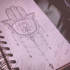 Mão de Fátima com arabescos e alguns pingentes. Feito a lápis.