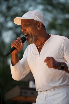 Frankie Beverly Music Film, Music Icon, Soul Music, My Music, Rap Singers, Soul Singers, Frankie Beverly, Ribbon In The Sky, Throwback Music