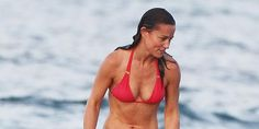 Pippa Middleton shows off her insanely toned bod on vacation in the  Caribbean: http://trib.al/vg4esFk