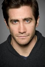 Jake Gyllenhaal. Paitsi herra omaa näyttelijätaidon, hänellä on myös mahtava huumorintaju, lukeutuu myös suosikki-näyttelijöihin :)