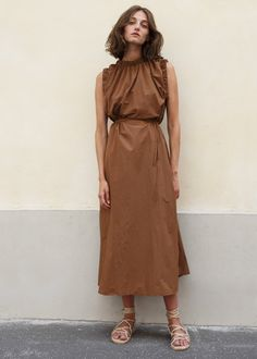 Belted Elasticized Trim Dress in Brown – The Frankie Shop Beige Outfit, Classic Outfits, Casual Street Style, Minimalist Fashion, Minimalist Style, Fashion 2020, Dress Me Up, Cotton Dresses, Everyday Fashion