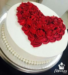 RED Rose cake for Valentine's Day! RED Rose cake for Valentine's Day! Creative Cake Decorating, Creative Cakes, Cookie Decorating, Decorating Ideas, Pretty Cakes, Cute Cakes, Beautiful Cakes, Fun Cupcakes, Cupcake Cakes