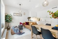 3-sala-apartamento-pequeno-colorida-sofa-couro