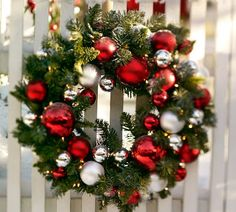 Check Out 41 Inspiring Outdoor Christmas Decorations. Outdoor Christmas decorations help to create a festive atmosphere and greet your guests. Diy Christmas Garland, Outdoor Christmas Decorations, Holiday Wreaths, Winter Christmas, Christmas Holidays, Merry Christmas, Christmas Crafts, Xmas, Simple Christmas