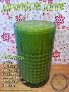 Grüner Smoothie mit Matcha, Petersilie, Sellerie, Mango, Zitrone und Banane