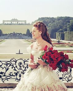 Sissi – The Young Empress: Austrian-born German actress Romy Schneider as Empress Sissi of Austria in the second part of the Sissi trilogy… Golden Age Of Hollywood, Classic Hollywood, Old Hollywood, Princesa Sissi, Romy Schneider Sissi, Sissi Film, Empress Sissi, Vintage Princess, Princess Aesthetic