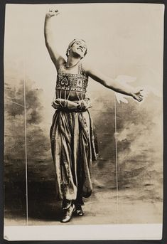 Photograph of Vaslav Nijinsky in Schéhérazade, Emil Otto Hoppe Subject Headings - Nijinski, Vaslav, - Fokine, Michel -- Schéhérazade Ida Rubinstein, Dancer Photography, Male Ballet Dancers, Jean Cocteau, Russian Ballet, Great Photographers, Documentary Photography, Photomontage, Old Photos