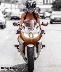 Zdjęcie Lady Biker, Biker Girl, Biker Tattoos, Sexy Tattoos, Dirtbikes, Biker Chick, Photos Of Women, Sport Bikes, Powerful Women