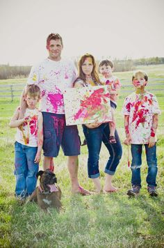 What a Fun, Colorful, and Creative (and yes, Messy) Idea for a Family Photo Shoot! Double dog dare your family to do it!
