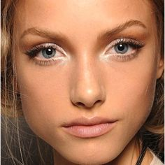 Lightly dust your eyelashes with powder and then apply mascara to get lusher/thicker eyelashes.
