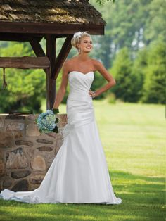 Fashion sleeveless A-line satin bridal gown