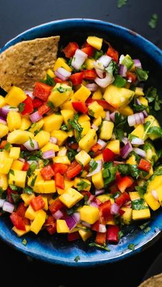 This colorful mango salsa recipe is so easy to make! It& sweet, spicy and absolutely delicious. Fresh mango salsa is great with chips, on tacos and more! Easy Potluck Recipes, Summer Recipes, Appetizer Recipes, Appetizers, Simple Recipes, Easy Meals, Mexican Food Recipes, Vegetarian Recipes, Cooking Recipes