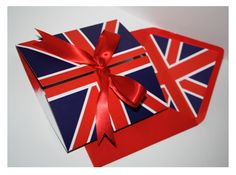 Anglophiles unite over this wedding invite!