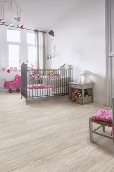 Los #suelos vinílicos de #QuickStep son resistentes, y tienen un mantenimiento fácil y sencillo. Son ideales para #habitaciones #infantiles, ya que los más peques pueden jugar sin preocuparse de dañar el suelo. #homeideas #homedesigne #interiorismo #diseño #home #niños #infantil #designe #hogar #dormitorio
