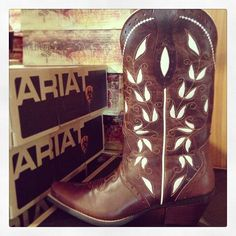 Ariat Sonora Brown Cowgirl Boots at RiverTrail in North Carolina. - The Tres Chic Brown Cowgirl Boots, Cowgirl Look, Horse Boots, Cowboy Horse, Country Girls, Country Style, My Style, Pretty Shoes, Awesome Shoes