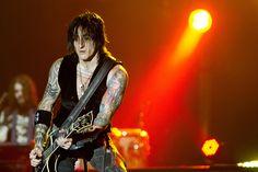 Richard Fortus Guns N Roses, Richard Fortus, Reyes, The Duff, Beautiful Boys, Cool Bands, Heavy Metal, Idol, Magazine