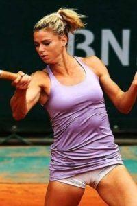 Giorgi Tennis, Tennis Live, Maria Sharapova Hot, Camila Giorgi, Professional Tennis Players, Tennis Players Female, Artistic Gymnastics, Sport Body, Sexy Jeans