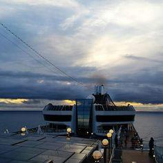 Il ponte esterno della MSC Fantasia  Offre notevoli attività che si possono svolgere, con le sue 2 piscine e le innumerevoli vasche idromassaggio.  Dal ponte esterno si possono ammirare incredibili paesaggi e tramonti mozzafiato.  Visitabile anche su www.mondoscatto.net sezione America - Panama.