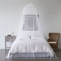 - COMPLETE SLEEP PROTECTION - The Mosquitavert mosquito curtains are made of ultra-fine mesh that drapes comfortably over each side of your canopy bed, hammock or tent cots to keep bugs out and your s