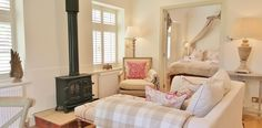 Barn Owl Cottage - a luxury, romantic cottage in North Norfolk. Check site for many photos! Cottage Living, Cozy Cottage, Cottage Homes, Cottage Style, English Decor, Romantic Cottage, Romantic Homes, Country Interior, Cottage Interiors
