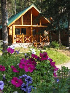 Cathedral Mountain Lodge - Log Cabin by Cathedral Mountain Lodge. Log Cabin Living, Log Cabin Homes, Log Cabins, Little Cabin, Little Houses, Tiny Houses, Cozy Cabin, Cozy Cottage, Guest Cabin