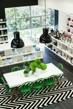 desire to inspire - desiretoinspire.net - Black and white and green ... love the green bentwood chairs, wood table base and black walls