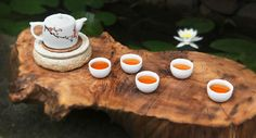Jiu Qu Hong Mei Black Tea (九曲红梅) is produced in Hangzhou Province, it is so named because its red liquid and fresh fragrance, just like a red plum flower. It is very precious among black tea.