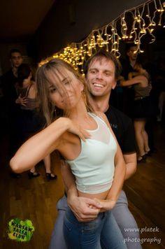 Warsaw Salsa Club - świetne miejsce na naukę tańca i spotkanie ciekawych osób. Z kartą StudentOna jest to możliwe nawet 20% taniej :)