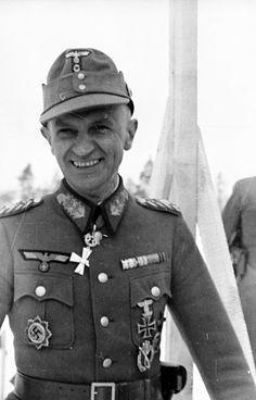 ✠ Christian Philipp (3 September 1893 – 16 October 1963) RK 11.03.1945 Generalleutnant Kdr 8. Jäg.Div