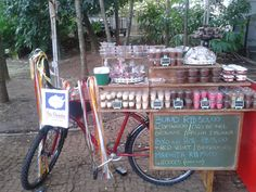 Clique no pin para saber mais! Food Truck, Bike Food, Butterfly Cakes, Cupcakes, Food And Drink, Ice Cream, Design, Chocolates, Diva