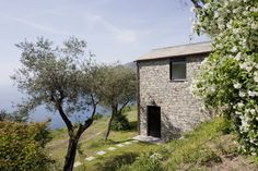 004 Private House by A2BC on the Italian slopes near Cinque Terre, Liguria  #architecture #italy