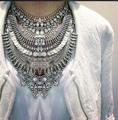 talk about a statement necklace! Statement necklaces are they perfect way to dress up a casual look. ::M::