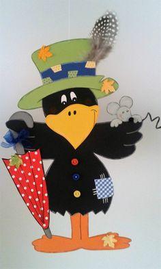 Fensterbild Rabe als Vogelscheuche -Herbst- Dekoration & Tonkarton! Autumn Crafts, Autumn Art, Autumn Theme, Diy And Crafts, Arts And Crafts, Paper Crafts, Origin Of Halloween, Diy For Kids, Crafts For Kids