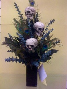 Skulls and peacock feathers Halloween Flowers, Diy Halloween Decorations, Halloween Crafts, Halloween Party, Hollween Decorations, Halloween Centerpieces, Purple Halloween, Gothic Halloween, Halloween Candles
