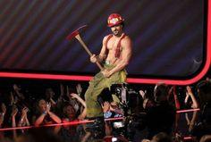 Celeb Spotting: Joe Manganiello Gives Us A 'Magic Mike' Strip Show Preview at MTV Movie Awards