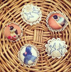 🐦 Andorinha o bordado clássico broche acessórios Agraciado Colecções -  / 🐦   Swallow vintage embroidery brooch accessory Bestowed Collections -