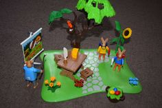 Why not buy the kids something different this Easter instead of chocolate.  How about this fab Playmobil Easter Bunny School play set