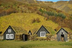 Iceland In The Fall - Backpack Globetrotter Small Buildings, Lonely Planet, The Hobbit, Iceland, Around The Worlds, Fire, Cabin, Landscape, Architecture