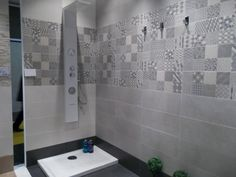 Azulejo hidraulico para baño. Cevisama 2014 Bathroom Art, Basement Bathroom, Bathroom Interior, Modern Bathroom, Small Bathroom, Toilet Tiles Design, Apartment Projects, Bathroom Inspiration, Bathtub