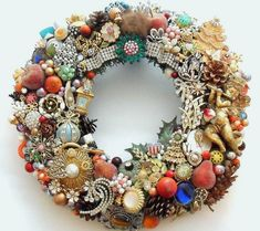 Wreath loaded with vintage jewelry- kerstkrans- christmas wreath Christmas Jewelry, Handmade Christmas, Vintage Christmas, Christmas Necklace, Modern Christmas, Christmas Holidays, Christmas Crafts, Christmas Decorations, Christmas Ornaments